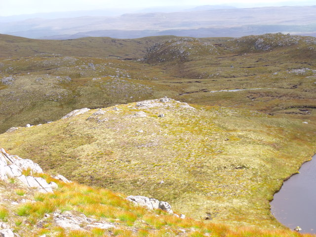 Rocky plateau east of Carn Loch na Gobhlaig above Glen Affric