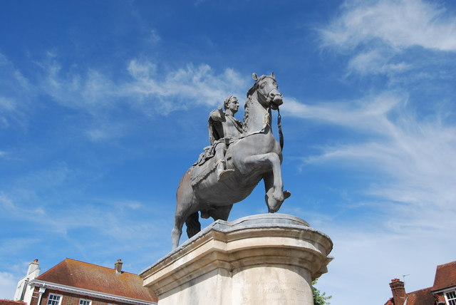 Statue of King William III in Petersfield Square (1)