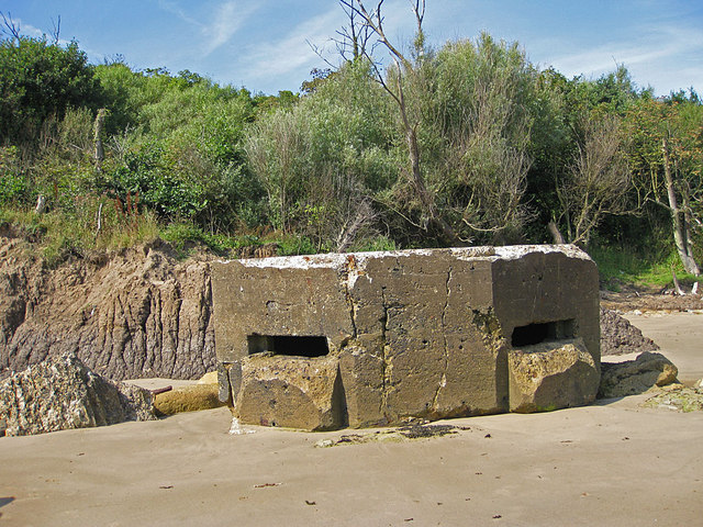 WW2 pillbox, Cayton Bay