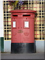 Dist:0.7km<br/>Quite possibly the island's only double-aperture postbox, this specimen stands outside [[3121385]] and is emptied at 1:45 on weekday afternoons and an hour earlier on Saturdays.