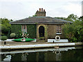 TQ1479 : Cottage by lock 93, Hanwell flight by Robin Webster