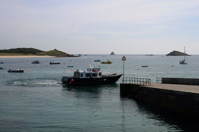 The Spirit of St Agnes leaves Higher Town quay