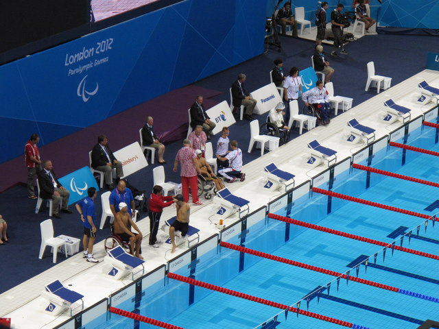 Paralympics swimmers helped before the start