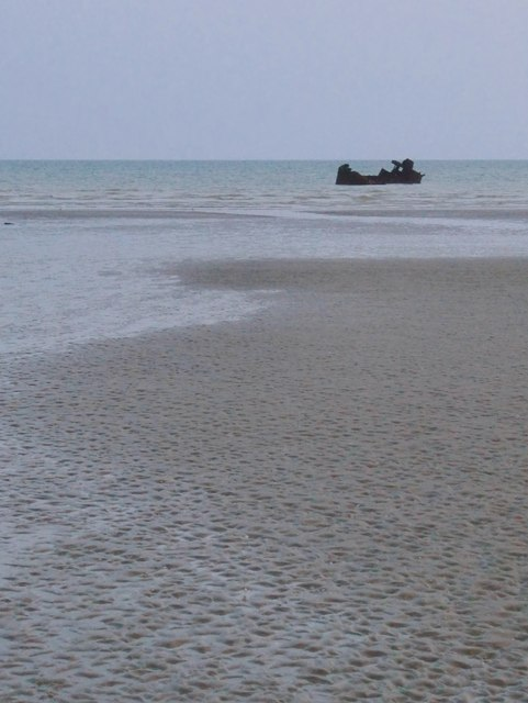 The wreck of the Zeebrugge trawler 'Veerman', off Broomhill Sands (3)