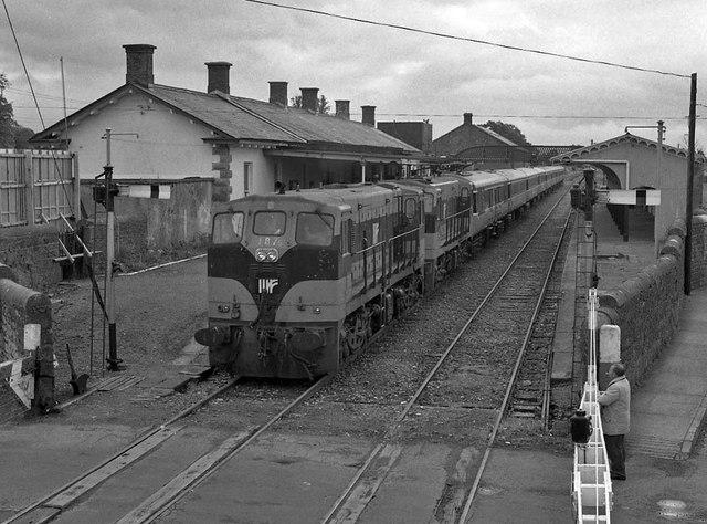 Special train leaving Tuam © The Carlisle Kid cc-by-sa/2.0 ...