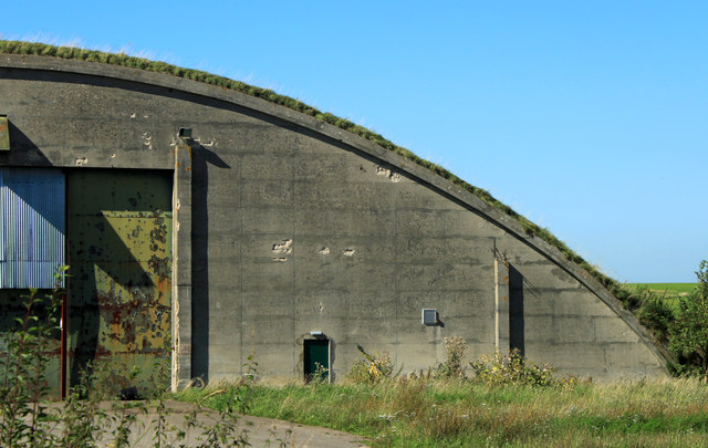 2012 : Hangar at the former RAF Hullavington