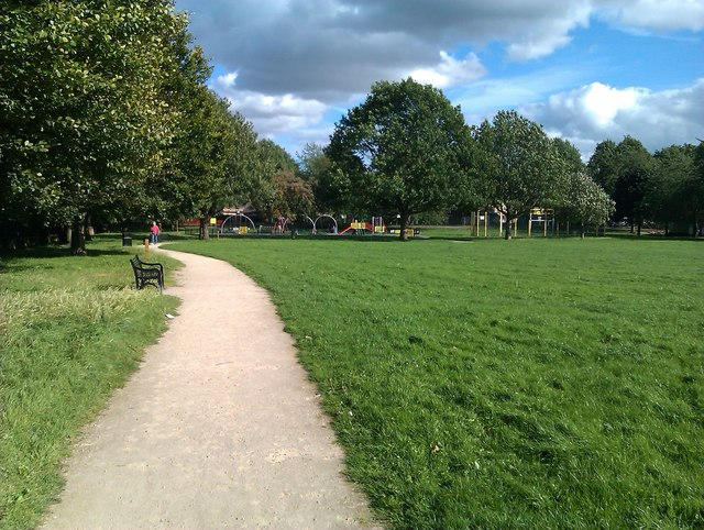 Queen's Walk recreation ground