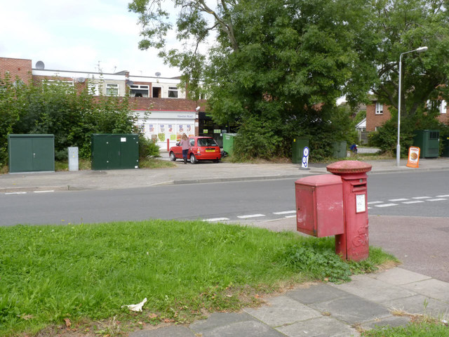 Hawton Road postbox (ref. NG24 183) 