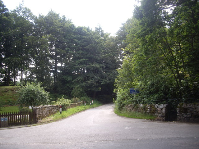 MInor road to Tilquhillie