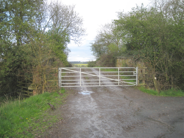 Bridge over dismantled railway, Hawkeswell Farm