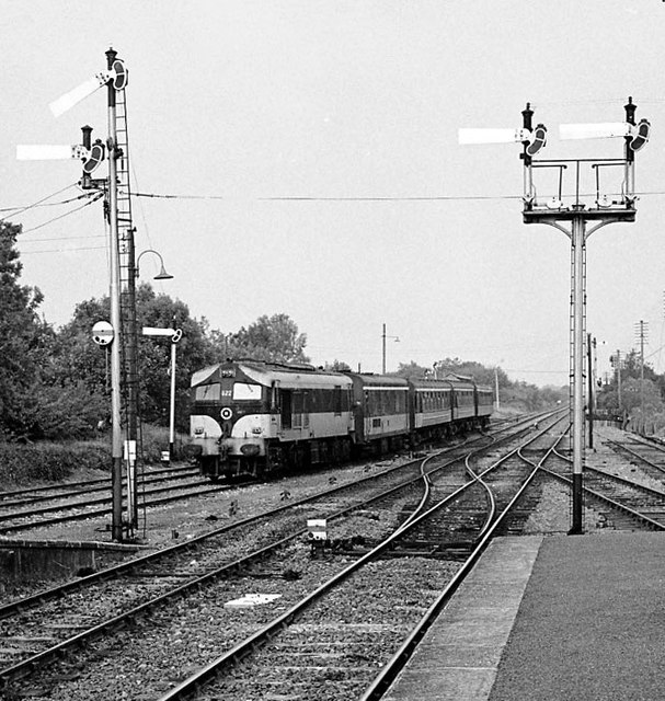 Branch train entering Ballybrophy Junction