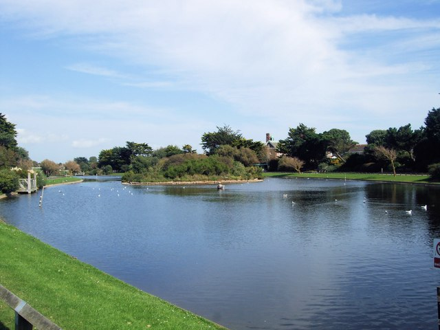 Mewsbrook Park Lake
