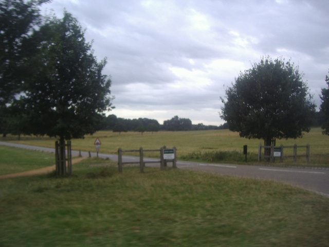 The private road to White Lodge at Sheen Gate