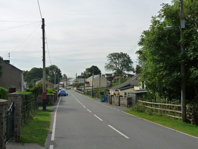 Entering Trefil from the north