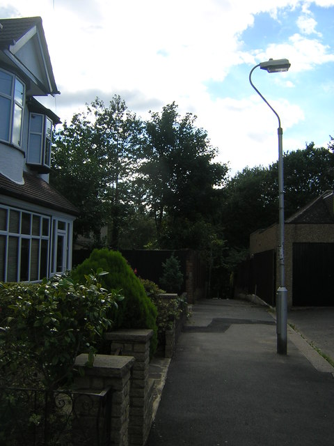 Wharncliffe Gardens, SE19: footpath to Wharncliffe Road