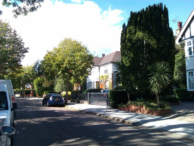 Houses in Alvanley Gardens
