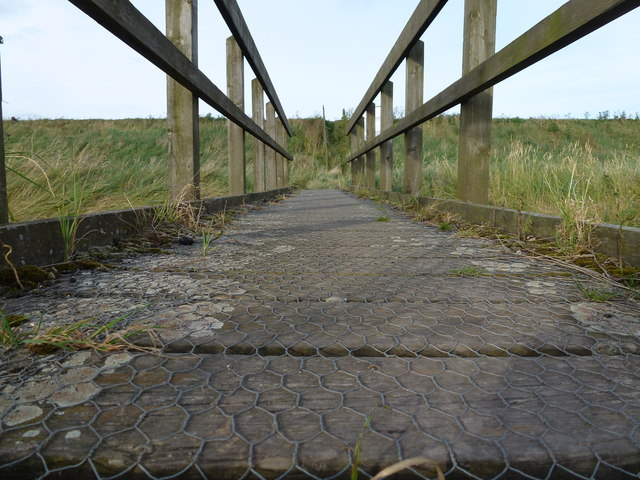 Footbridge and sea bank near Ongar Hill