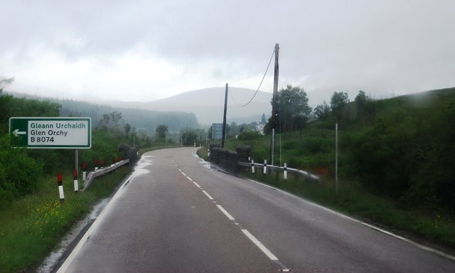 A82 approaching the B8074