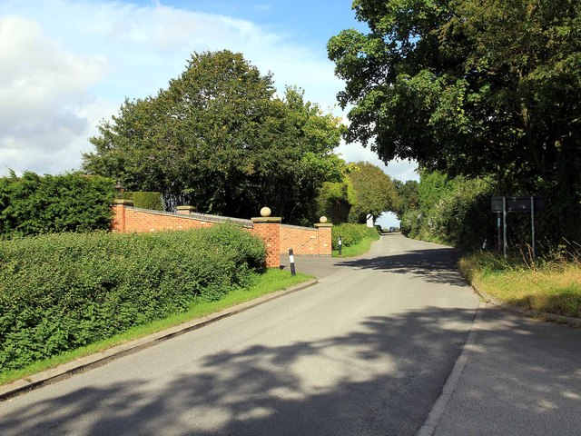 Entrance to Spinney Farm