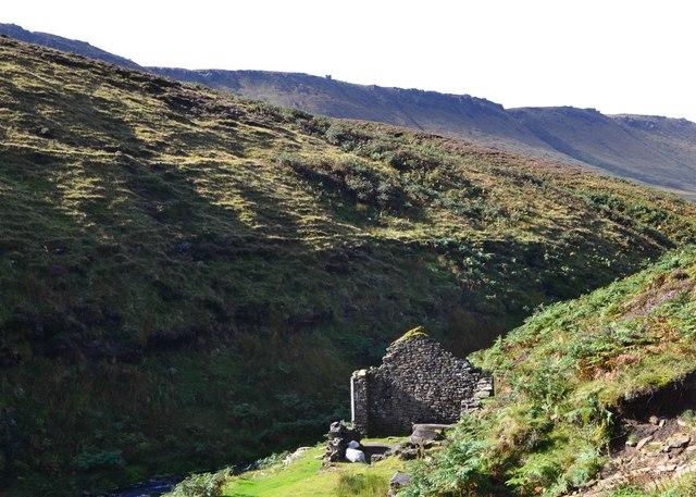 Ruin in Ashop Clough