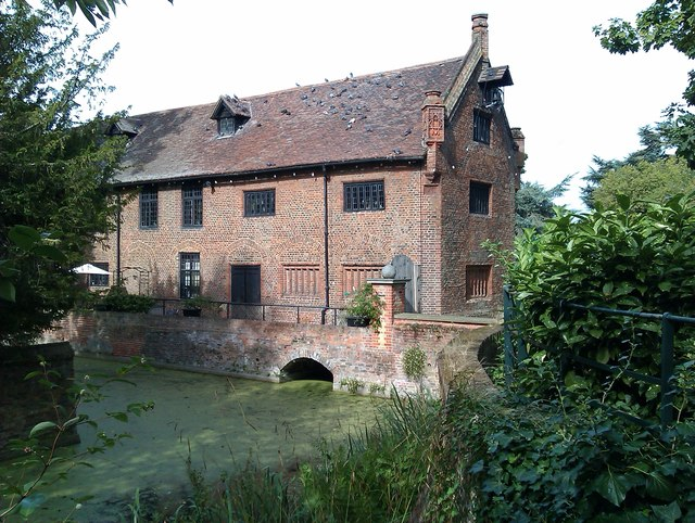 Tudor Barn and moat, Well Hall Pleasaunce