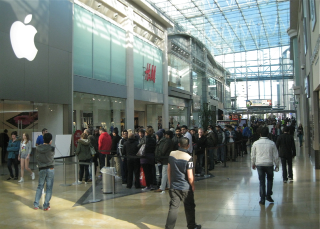 Queueing for the iPhone 5, West Mall, Bullring