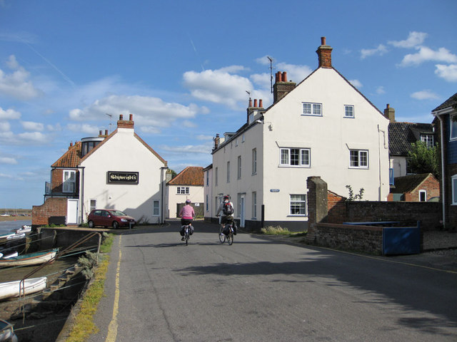 Cyclists by East Quay