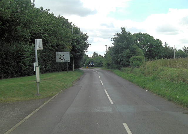 Un-named road approaches Foxcotte Park roundabout