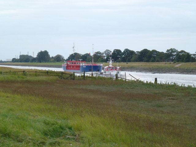 Vessels passing near Sutton Bridge lighthouses
