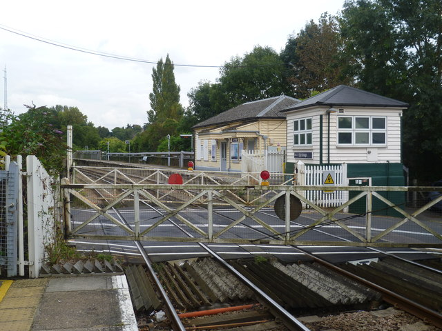 Level crossing at East Farleigh station
