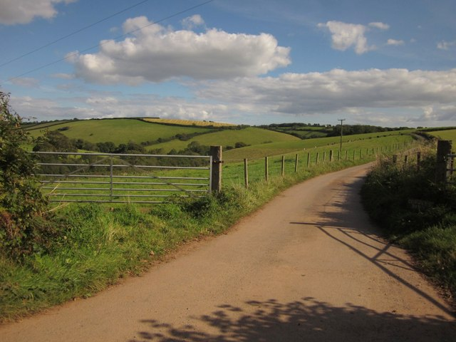 Farm road to Bowden