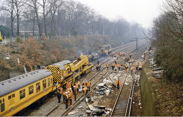 Clearing up after the 12 December 1988 crash west of Clapham Junction