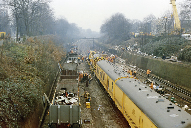 Clearing up after the December 1988 crash west of Clapham Junction