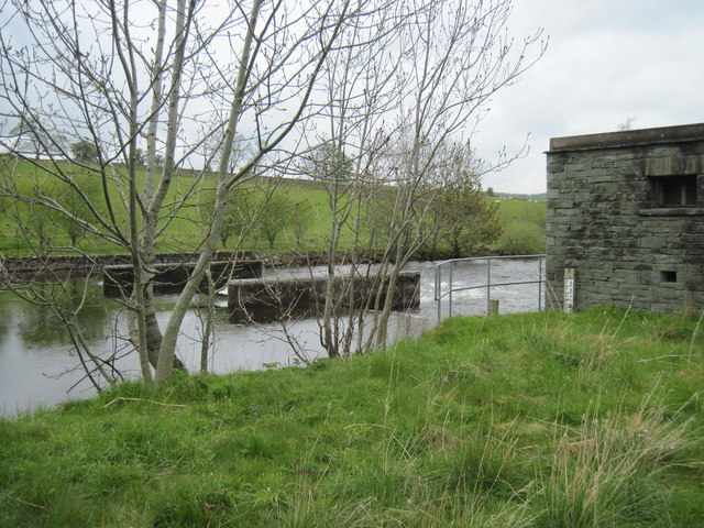 River  Eamont  weir  and  control  house