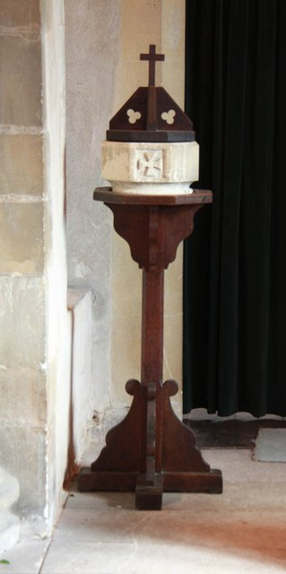 St Giles, Mountnessing - Font