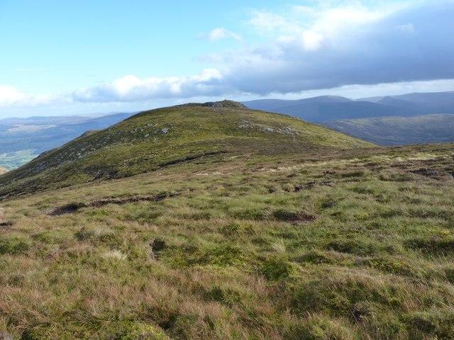 A substantial hill spur above Creag Dhearg