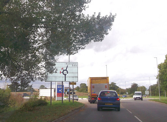 A413 south of Weedon Hill roundabout