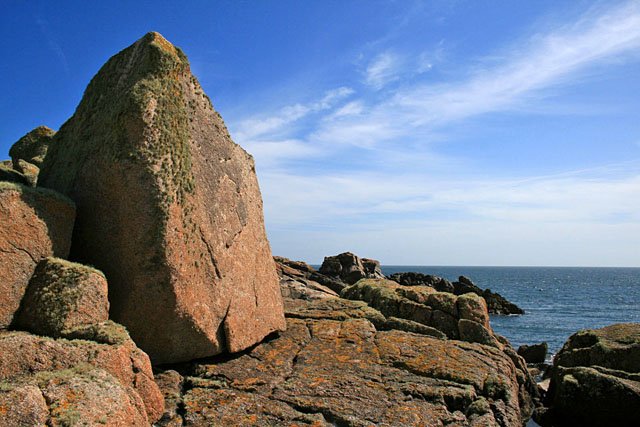 Large boulder near Hoe Point