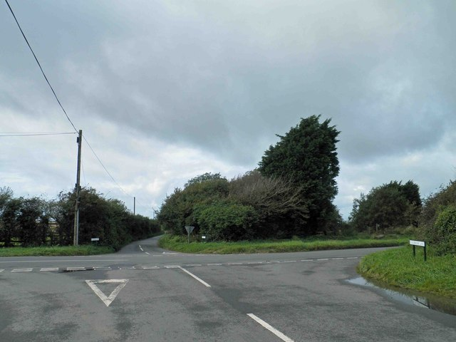 Roads crossing Wembury Lane