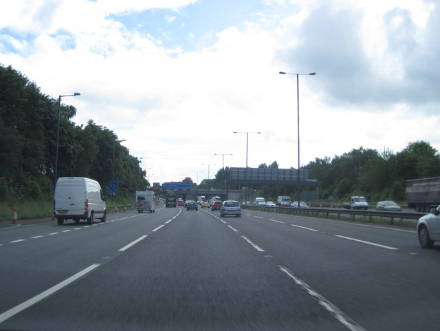 M56 approaching Hollyhedge Road overbridge