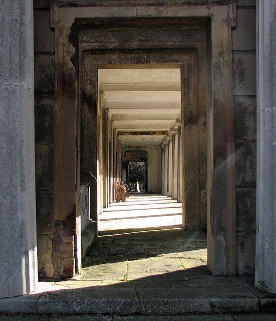 Kensal Green Cemetery: colonnade