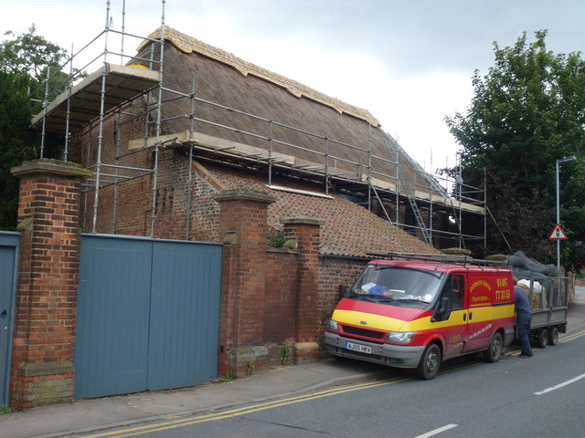 Peckover Reed Barn, Wisbech - Thatching the ridges