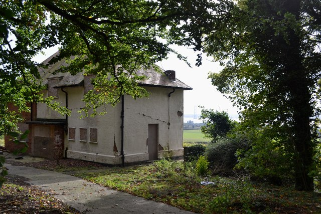 Derelict house on Swanland Hill