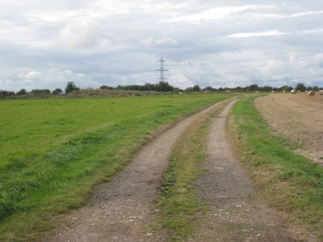 Farm track off Hawbush Road, Weston