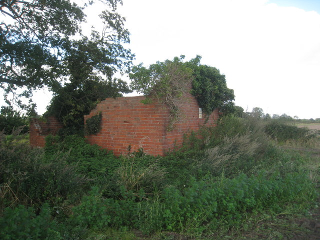 Ruined farm building adjacent to Moor Lane