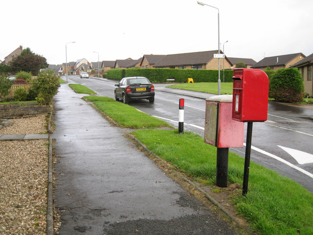 Hamilton Avenue post box
