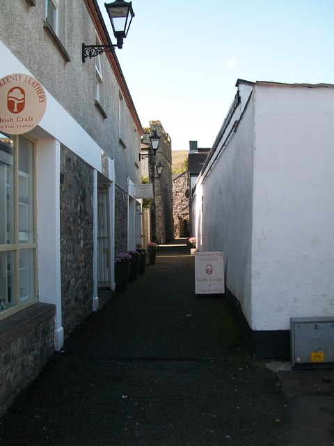 Alley leading from Old Quay Lane to Tholsel Street