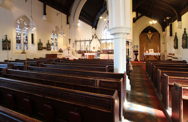St Andrew, St Andrews Road, Romford - Interior