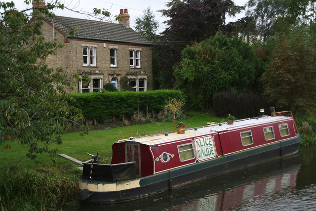 Maude moored on Well Creek
