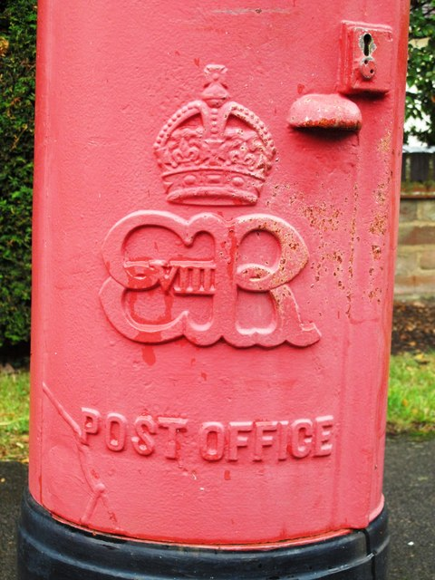 Edward VIII postbox, Priory Road - royal cipher